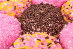 Marshmallowkakor med Sugar Sprinkles Royaltyfria Bilder