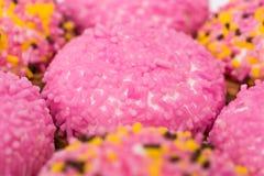 Marshmallowkakor med Sugar Sprinkles Arkivfoto