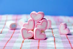 Marshmallows έννοια βαλεντίνων μορφής καρδιών Στοκ Εικόνα