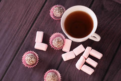 Marshmallows και σοκολάτα λέξης Με αγάπη από Στοκ Φωτογραφία