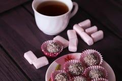 Marshmallows και σοκολάτα λέξης Με αγάπη από Στοκ φωτογραφίες με δικαίωμα ελεύθερης χρήσης