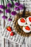Marshmallows με τα strawberrys Στοκ Εικόνες