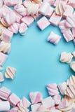 Marshmallows cukierki Na tle Fotografia Royalty Free