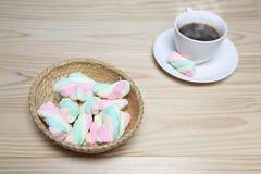 Marshmallows e café Fotos de Stock Royalty Free