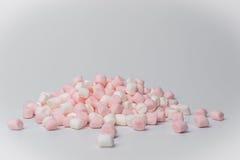 Marshmallows no fundo branco de cima de Imagem de Stock