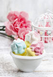 Marshmallows in white bowl Stock Photos