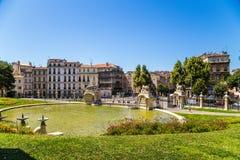 Marsiglia, Francia Grande stagno al fondo del palazzo Longchamp Immagini Stock Libere da Diritti