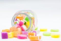 Marsmellow med bakgrund för gelatinefterrätt Arkivfoto