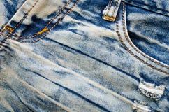Marszczy niebiescy dżinsy teksturę tylna tła cajgów kieszeń Zdjęcia Stock