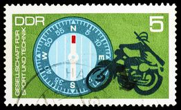 Marszowy kompas, motocykliści, skojarzenie dla sporta i technologii seria około 1972, obraz royalty free