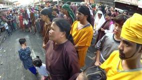 Marszowy motłoch słucha sądzić werdykt Chrystus na ulicie zbiory wideo