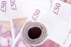 Martèle des billets de banque sur un fond blanc images stock