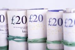 Martèle des billets de banque sur un fond blanc photos stock