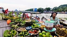 Martapura som svävar marknaden Arkivbild