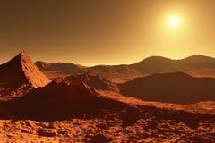 Marte - planeta vermelho - paisagem com a cratera enorme do impacto e do m Foto de Stock Royalty Free