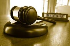 Marteau de cour d'immigration photos libres de droits