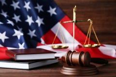 Marteau de juge avec des échelles image libre de droits