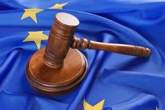Marteau de juge sur l'Union européenne photos stock