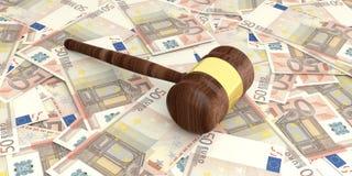 marteau de vente aux enchères du rendu 3d sur 50 billets de banque d'euros Photographie stock libre de droits