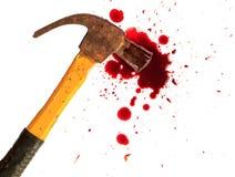 Marteau ensanglanté et petit sang sur le blanc Photo libre de droits