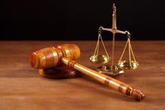 marteau et équilibre de juge Photographie stock libre de droits