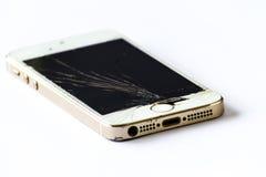 Martele e um smartphone com uma tela quebrada Fotografia de Stock