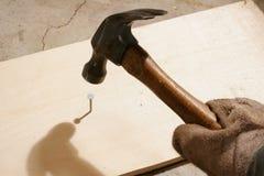 Martellamento del chiodo Fotografia Stock Libera da Diritti