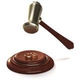Martelletto che tagliato gli anelli dorati come divorzio Immagine Stock Libera da Diritti