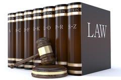 Martelletto dei giudici e libri di legge Immagini Stock Libere da Diritti