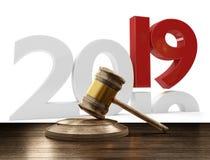 martelletto di legno 3D-Illustration del giudice di 2019 lettere audaci Immagini Stock Libere da Diritti