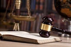 martelletto di legno del ` s del giudice legge Ufficio del ` s del giudice Fotografie Stock Libere da Diritti