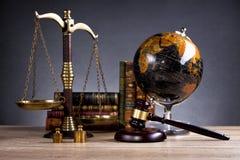 martelletto di legno del ` s del giudice legge Ufficio del ` s del giudice Immagini Stock