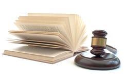 Martelletto e libro di legge Immagini Stock Libere da Diritti