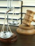 Martelletto e scala del giudice di giustizia Fotografie Stock