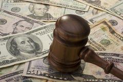 Martelletto e soldi Fotografia Stock Libera da Diritti