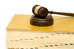 Martelletto sul libro di legge Fotografie Stock Libere da Diritti