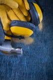 Martello da carpentiere delle cuffie di sicurezza di riduzione di rumore e protec del cuoio Immagine Stock