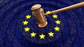 Martello del giudice di UE che colpisce i bit ed i byte di dati di GDPR che condannano euro fotografia stock libera da diritti