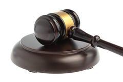 Martello del primo piano del giudice isolato su bianco Fotografia Stock Libera da Diritti