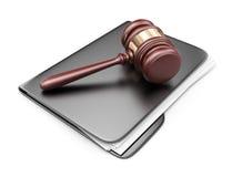 Martello di LEGGE sulla cartella del computer. icona 3D  Immagine Stock