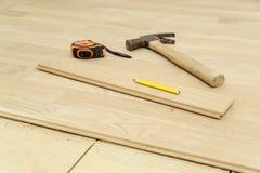 Martello, matita, nastro di misurazione o pavimentare Fotografia Stock Libera da Diritti