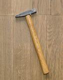 Martello su fondo di legno Immagine Stock Libera da Diritti