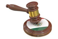 Martelo de madeira com a bandeira de México Imagens de Stock Royalty Free