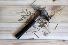 Martelo do ferro da ferramenta do trabalho com um aperto de borracha preto imagem de stock royalty free
