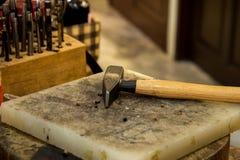 Martelo e ferramentas para o trabalho de couro Fotos de Stock Royalty Free