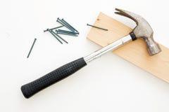 Martelo, pregos e madeira Imagem de Stock Royalty Free