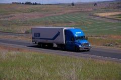Marten Trucking/Freightliner azul Cascadia imágenes de archivo libres de regalías