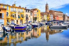 Martigues,法国老镇的运河的五颜六色的房子  图库摄影