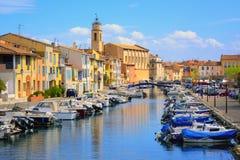Martigues,法国老镇的运河的五颜六色的房子  库存图片
