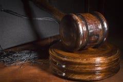 Martillo de juicio de madera fotos de archivo